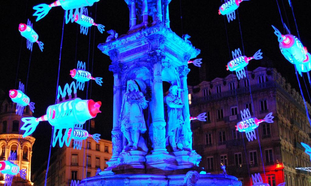 Fontaine place des Jacobins pendant la Fête des Lumières